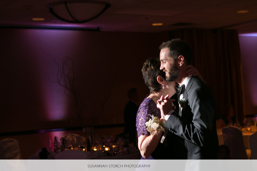 golden-colorado-wedding-mother-son-dance