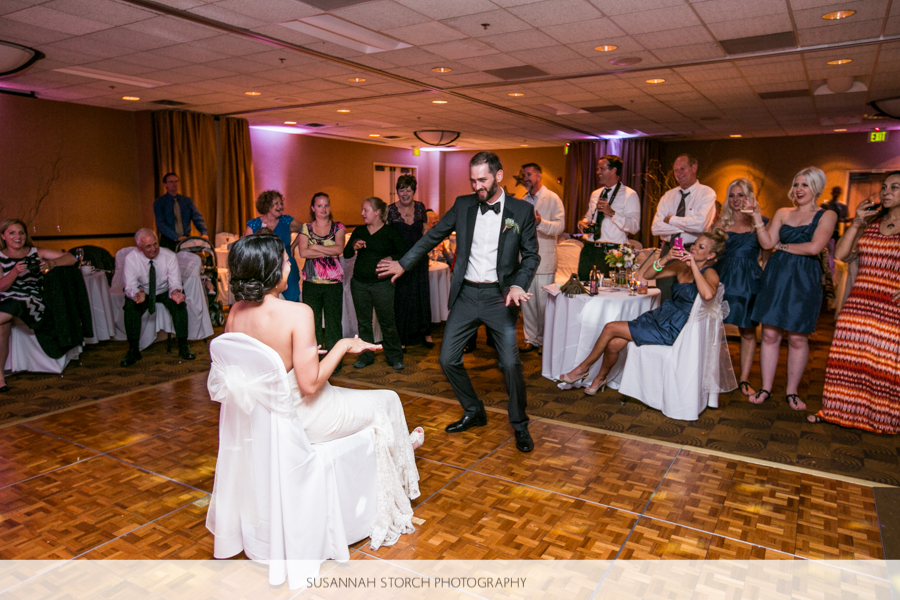 golden-colorado-wedding-garter-toss